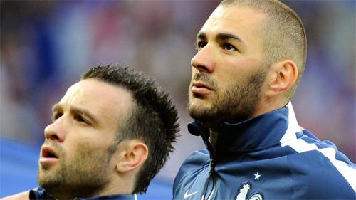 Valbuena và Benzema trong màu áo tuyển Pháp. Ảnh: AFP