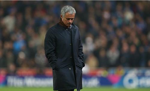 Mourinho lần thứ hai rời ghế HLV Chelsea. Ảnh: Reuters.
