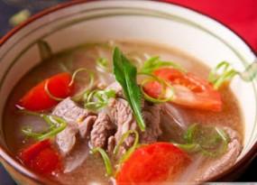 Canh thịt bò nấu cà chua