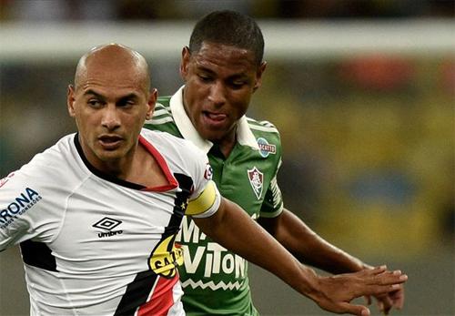 Goncalves (áo trắng) có khả năng chơi dẫn dắt trận đấu. Ảnh: Reuters