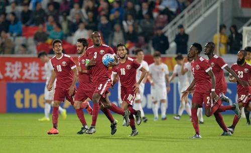 Hassan (số 3) là người hùng của U23 Qatar.