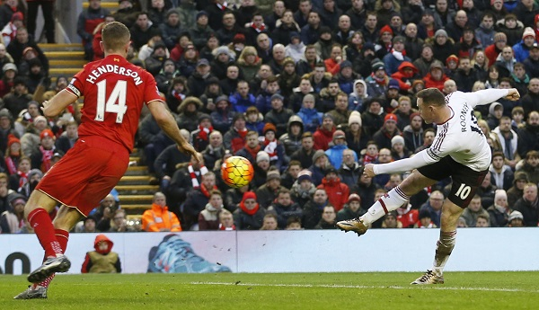 Cú sút quyết định của Rooney. Ảnh: Reuters.